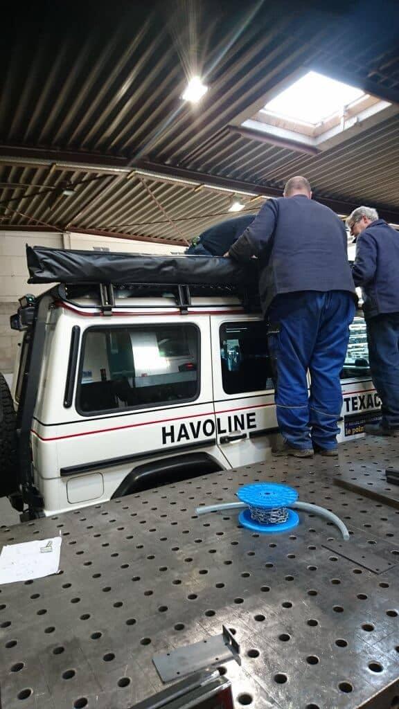 Hier ein Umbau, bzw. Anbau einer Markise an einem Mercedes Jeeps. Halterungen und Arretierungen wurden speziell für dieses Projekt gefertigt.